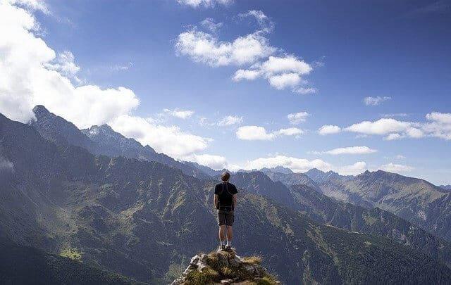 אדם על ראש הר