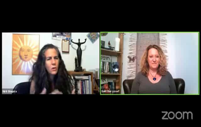 נשים בשיחה באינטרנט